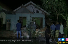 Warga Serbu Dua Rumah, Langsung Dihancurkan - JPNN.com