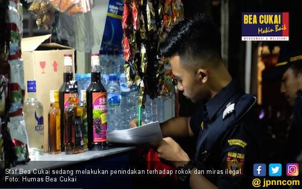 Bea Cukai Gencar Menggempur Peredaran Rokok dan Miras Ilegal, Nih Hasilnya - JPNN.com