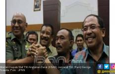 Prabowo Jenguk Mantan KSAD Yang Menderita Kanker Usus - JPNN.com