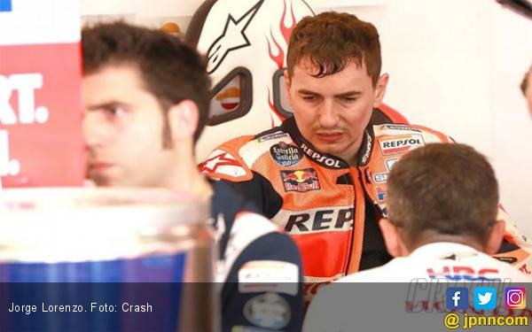 Lorenzo Bakal Absen di MotoGP Belanda, Lihat Detik-Detik Dia Celaka di FP1, Ngeri - JPNN.com