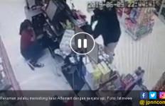 Rampok Berpistol Gasak Alfamart, Bawa Kabur Uang Jutaan Rupiah - JPNN.com