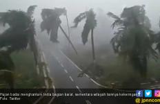 Cuaca Ekstrem Hantam India: Badai di Barat, Kemarau di Timur - JPNN.com