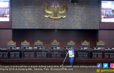 Hamdan Zoelva: Mahkamah Konstitusi Bisa Garap Kesalahan Administrasi, Asalkan.. - JPNN.com
