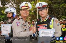 Horeeee! Dua Anggota Satlantas Berprestasi Dapat Hadiah Umrah - JPNN.com