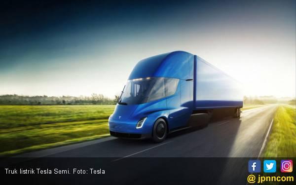 Jadwal Produksi Truk Listrik Tesla Semi Diundur - JPNN.com