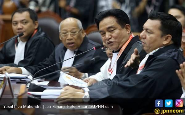 Yusril Nilai Hakim MK Mengambil Kebijakan di Luar Undang-Undang - JPNN.com