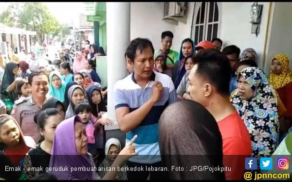 Tertipu Arisan Lebaran, Ratusan Emak - Emak Ngamuk di Rumah Warga - JPNN.com