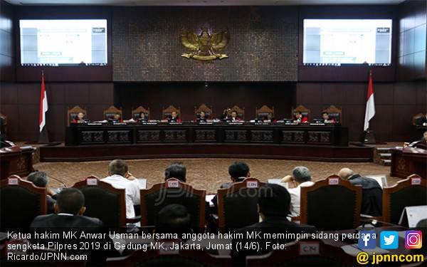 Juru Bicara MK Bantah Ada Ancaman Buat 9 Hakim - JPNN.com