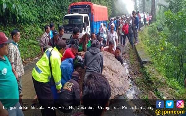 Longsor Tutupi Jalur Selatan Lumajang-Malang - JPNN.com