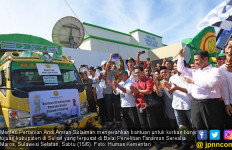 Mentan Bantu Korban Banjir di Tujuh Kabupaten Sulsel - JPNN.com