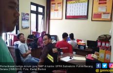 Pengecut! Takut Dipidana Tiga Oknum Guru Pemerkosa Siswi Menangis - JPNN.com