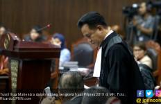Yusril Nilai Alat Bukti Prabowo – Sandi Berantakan, Tidak Jelas - JPNN.com