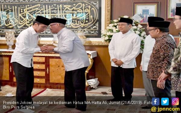 Jokowi Takziah ke Kediaman Ketua MA - JPNN.com