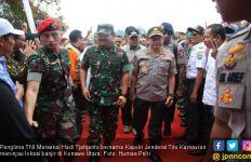Kapolri dan Panglima TNI Pantau Kondisi Konawe Utara Pascabanjir - JPNN.com