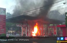 Percikan Api Membesar di SPBU, Warga dan Petugas Berlarian - JPNN.com