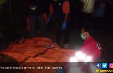 Warga Karawang Tewas Ditabrak Kereta Api di Perlintasan - JPNN.com