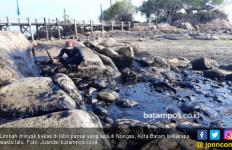 Pantai Nongsa Batam Kembali Tercemar Sludge Oil - JPNN.com