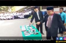 Ponpes Ngabar Klarifikasi Video Pemecahan HP yang Viral - JPNN.com