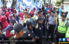 Pabrik Sepatu Bangkrut, 250 Buruh Belum Dapat Pesangon dan THR - JPNN.com