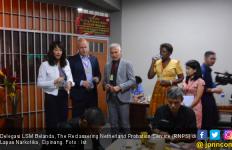 Delegasi Belanda Apresiasi Pembinaan Napi di Lapas Narkotika Cipinang - JPNN.com