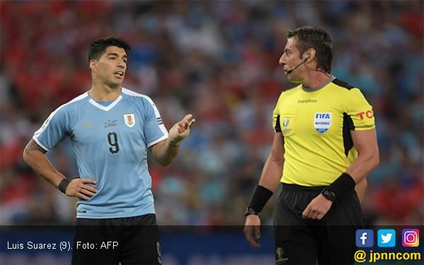 Hahaha, Luis Suarez Anggap Kiper Chile Handball di Kotak Penalti - JPNN.com