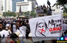 Orator Massa Aksi Kawal MK: Besok Datang Lagi, Bawa Rekan Lainnya, Jangan Sampai Menyesal - JPNN.com