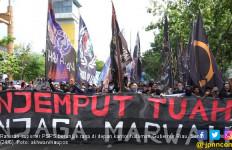Ratusan Suporter Tuntut Gubernur Riau Selamatkan PSPS Riau - JPNN.com