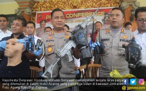 Siapa Perampas Senjata Serbu Milik Brimob? Berani Banget ya - JPNN.com