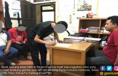 Unggah Foto Berlatar Palu Arit, Siswa SMA Ngaku Lucu-lucuan Saja - JPNN.com