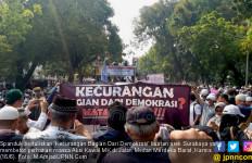 Spanduk Bawaan Arek Surabaya Jadi Perhatian Massa Aksi Kawal MK - JPNN.com