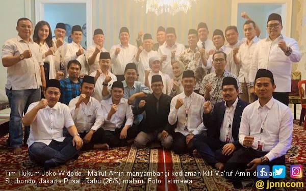 Berikan Kopiah ke Tim Hukum, Ma'ruf Amin Ajak Berjuang Hingga ke Pemerintahan - JPNN.com