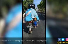 Viral : Emak - Emak ke Pasar Sambil Keranjangi Anak di Motor - JPNN.com