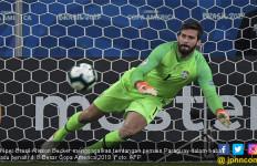 Copa America 2019: Alisson Becker Kalahkan Rekor Legenda Brasil - JPNN.com