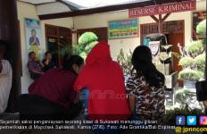 Viral, Video Siswi Tamatan SMP Dipaksa Sujud di Kaki Pelajar SMK, Dicakar - JPNN.com