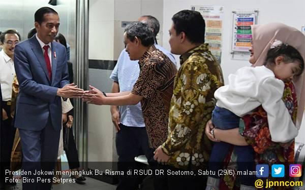 Pulang dari Negeri Sakura, Jokowi Besuk Bu Risma - JPNN.com
