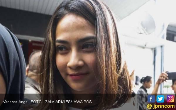 Vanessa Angel: Pagi Mas, Jangan Lupa Salat Jumat ya Mas - JPNN.com