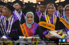 Syifa, Gadis Cantik Penyandang Disabilitas Peraih Summa Cum Laude - JPNN.com