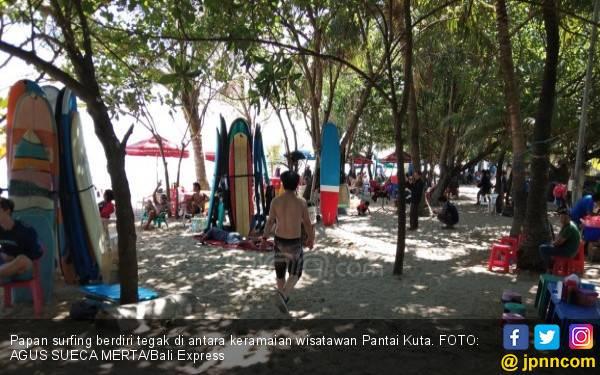 Para Pelatih Surfing di Pantai Kuta Cerita tentang Penghasilan Mereka - JPNN.com