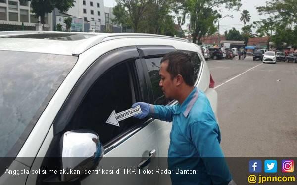 Mobil Bos Karet Dibobol Maling saat Salat Jumat, Uang Rp 80 Juta Raib - JPNN.com