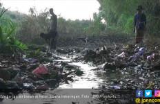 Menyedihkan, Lihat Nih Tempat Warga Cari Air Bersih di Hutan - JPNN.com