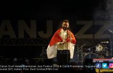Bawa Bendera Indonesia, Calum Scott Memukau Tampil di Prambanan Jazz 2019 - JPNN.com
