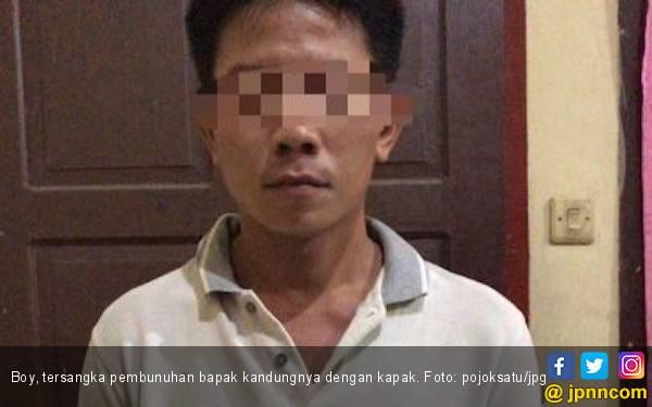 Seorang Anak Penggal Kepala Ayahnya Pakai Kapak Hingga Putus - JPNN.com