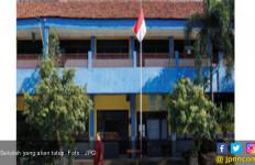 Dua Sekolah Terancam Ditutup, Bagaimana Nasib 1.500 Pelajar ? - JPNN.com