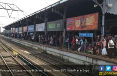 Perjalanan KRL Terganggu, Penumpang Menumpuk di Stasiun Bogor - JPNN.com
