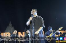 Tulus Pamer Adu Rayu di Prambanan Jazz 2019 - JPNN.com