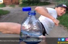 Viral Buka Botol Tanpa Tangan, dari Farabi Hingga Mariah Carey - JPNN.com