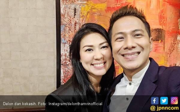 Nikah Bulan Depan, Delon Bimbang Undang Mantan Istri - JPNN.com