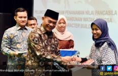 Mendikbud Muhadjir: Coba Tengok Guru Honorer, Gajinya Kecil Tanpa TPG - JPNN.com