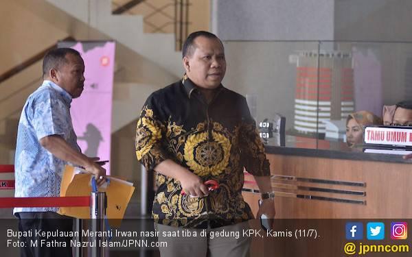 Sempat Mangkir, Bupati Meranti Akhirnya Hadir Hari Ini di KPK - JPNN.com