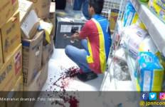 Rampok Ubrak-Abrik Brankas Minimarket, Tangan dan Punggung Karyawan Kena Tebas Celurit - JPNN.com